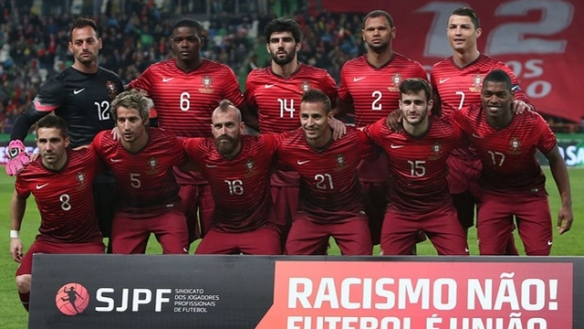 Portugal-14-15-NIKE-home-kit-red-red-red-group-photo