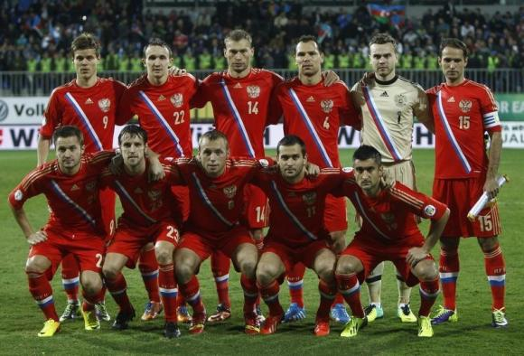 Russia's players line-up for a team photo before their 2014 World Cup qualifying soccer match against Azerbaijan in Baku